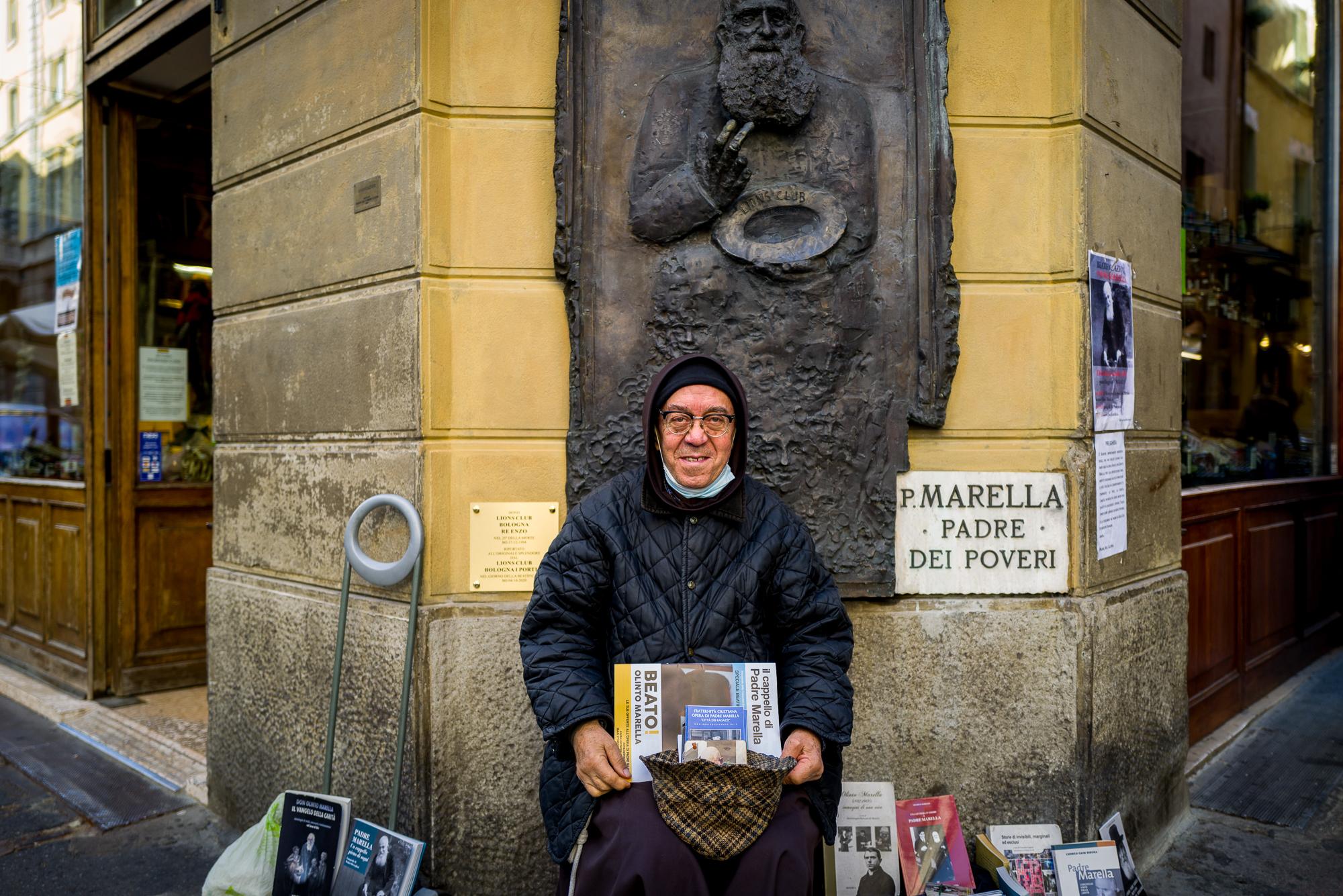Padre Gabriele angolo Via Pescherie